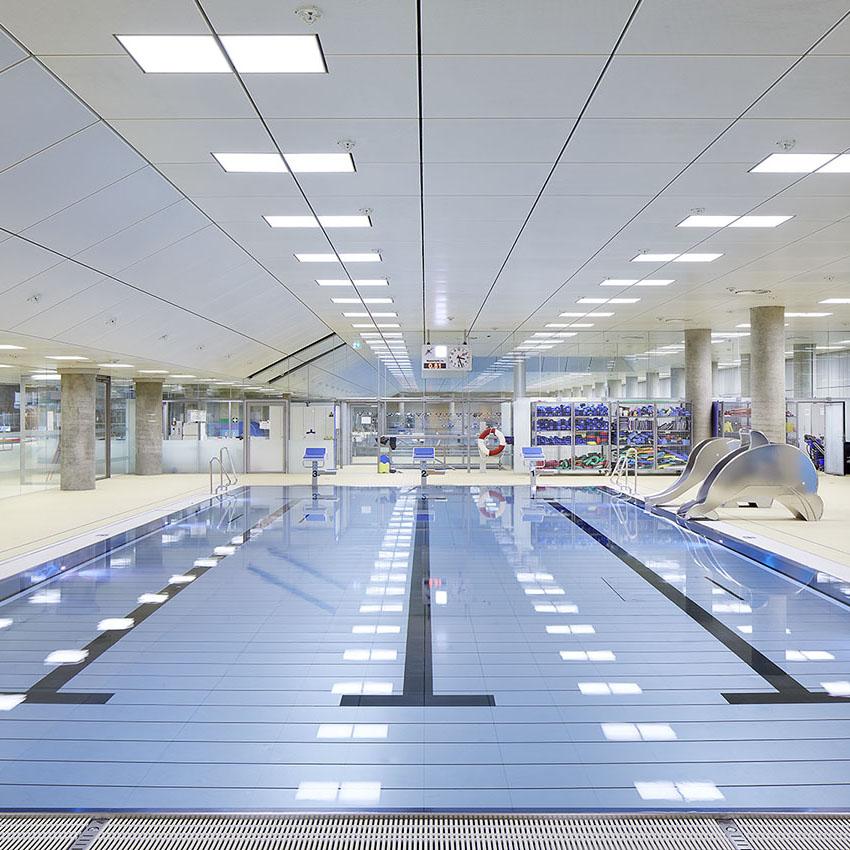 Schwimmbäder und Sportstätten stellen besondere Anforderungen an  Lichtkonzepte. Beispiel Olympiabad München